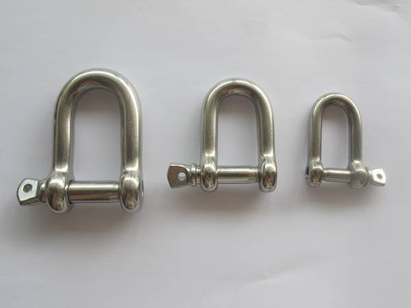 Three heavy duty shackles in different size.